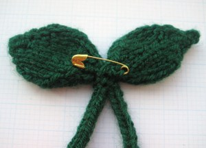 Picture 5 – Sew a safety pin or brooch pin on the back of the leaves to finish.