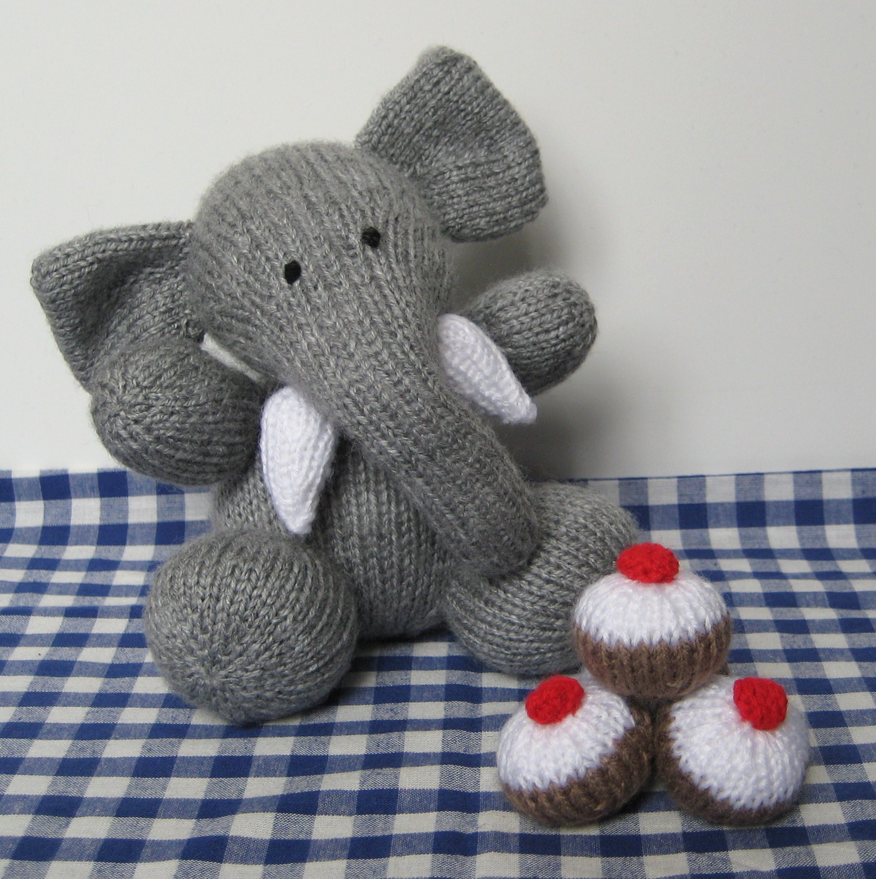 Bloomsbury elephant knitting pattern